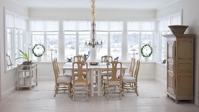 Scandinavian dining room Elle Decor Christmas tips and suggestions Elle Decor Christmas tips and suggestions dining room classic style