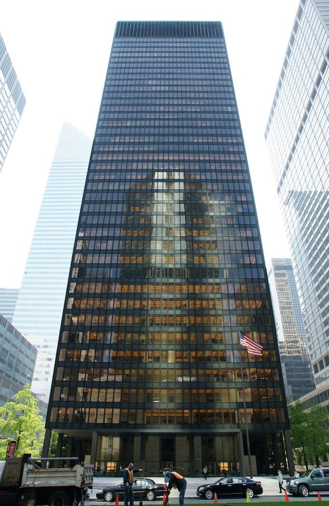 Seagram Building, New York (1958) by Ludwig Mies van der Rohe MUST-SEE: TOP 10 BUILDINGS IN AMERICA THAT CHANGED THE HISTORY  MUST-SEE: TOP 10 BUILDINGS IN AMERICA THAT CHANGED THE HISTORY Seagram Building New York 1958 by Ludwig Mies van der Rohe