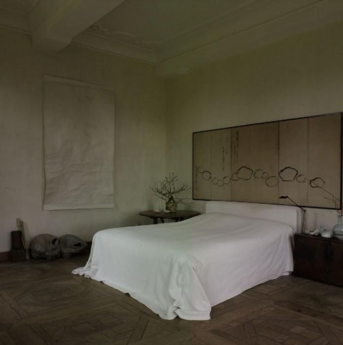 Alex Vervoordt's Bedroom Inspirations inspiring projects by alex vervoordt Inspiring Projects by Alex Vervoordt Best interior designers top interior designer axel vervoordt 40 676x680