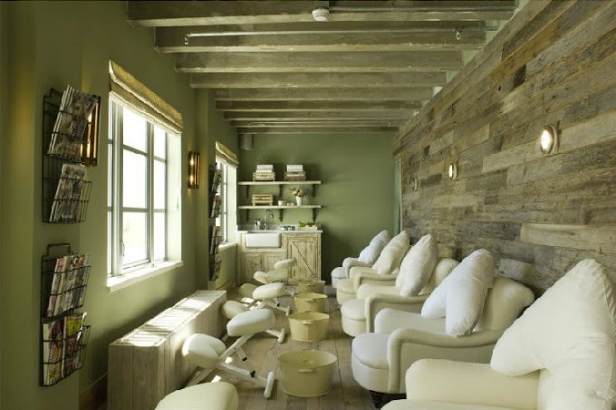 Cowshed Spa, Miami. Cozy Pedicure Treatment Room by Martin Brudnizki Design Studio. TOP Interior Designers in NY – Martin Brudnizki Design Studio TOP Interior Designers in NY – Martin Brudnizki Design Studio Cowshed Spa Miami
